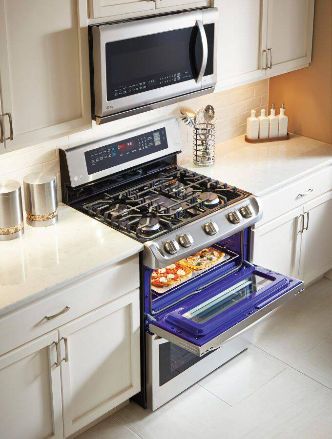 Cooking, baking, family meals, and entertaining. Holidays memories are built on great food made even better with the LG ProBake Double Oven at Best Buy!