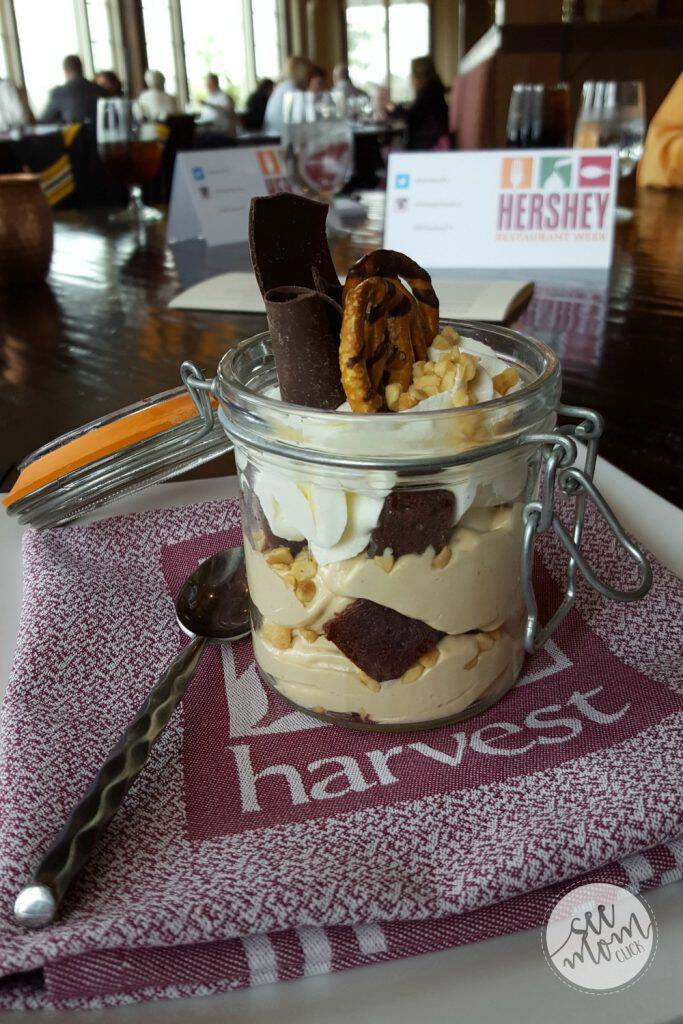 Planning a stay in Hershey, PA? I've got the lowdown on where to eat at The Hotel Hershey with an overview of the 6 dining options. Yes, there's chocolate!