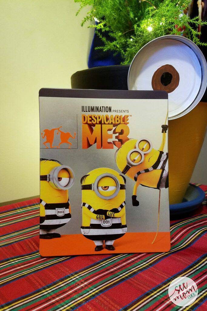 To celebrate Despicable Me 3 out on Blu-Ray and DVD now, we made this fun and EASY Minion Christmas craft. The kids had so much fun with this!