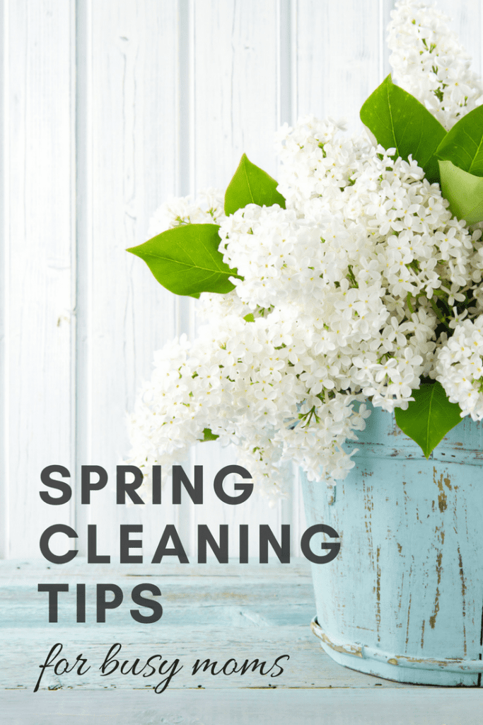 It's that time of year when we want to get come out from hibernation and get our houses in order! Spring cleaning can feel overwhelming, so I'm sharing a few hacks, some easy spring cleaning tips for busy moms. (Yes, hiring help is on the list !)